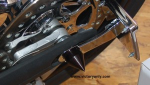 VICTORY_MOTORCYCLE_BLACK-AXLE_SPIKE_COVER