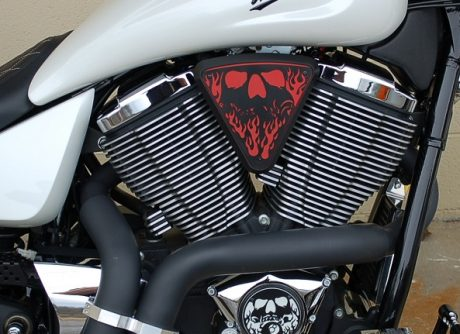 3d skull wedge Installed Victory Motorcycle Black base Red Backer Black Artwork