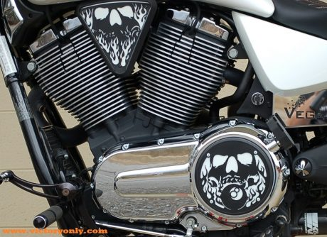candy white bolts with Victory 3d skull Engine Cover Installed