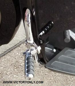 CHROME ANTI-VIBRATION HIGHWAY PEGS WITH ROUND BAR MOUNT 1.25